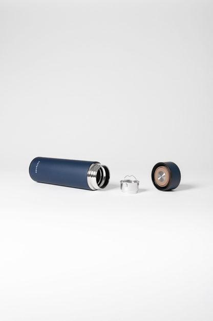 isolierflasche hot steel blau liegend