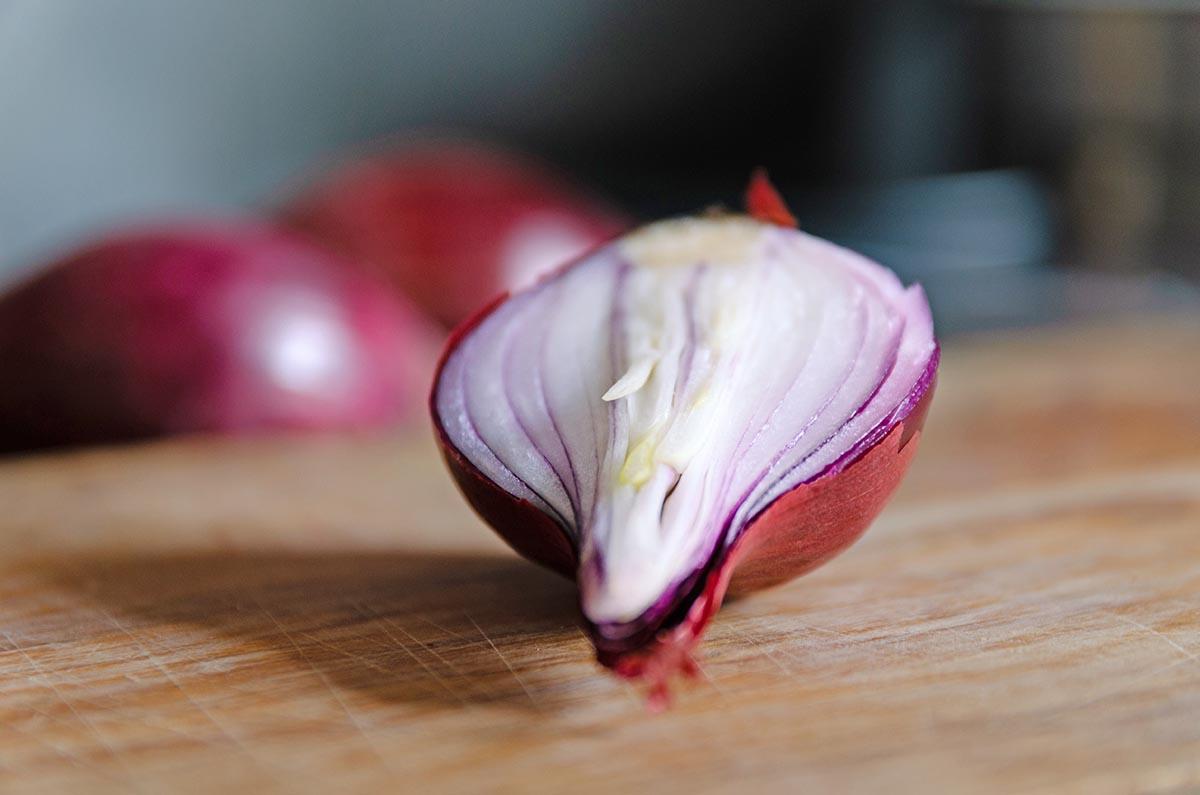zwiebeln-schneiden-ohne-Weinen