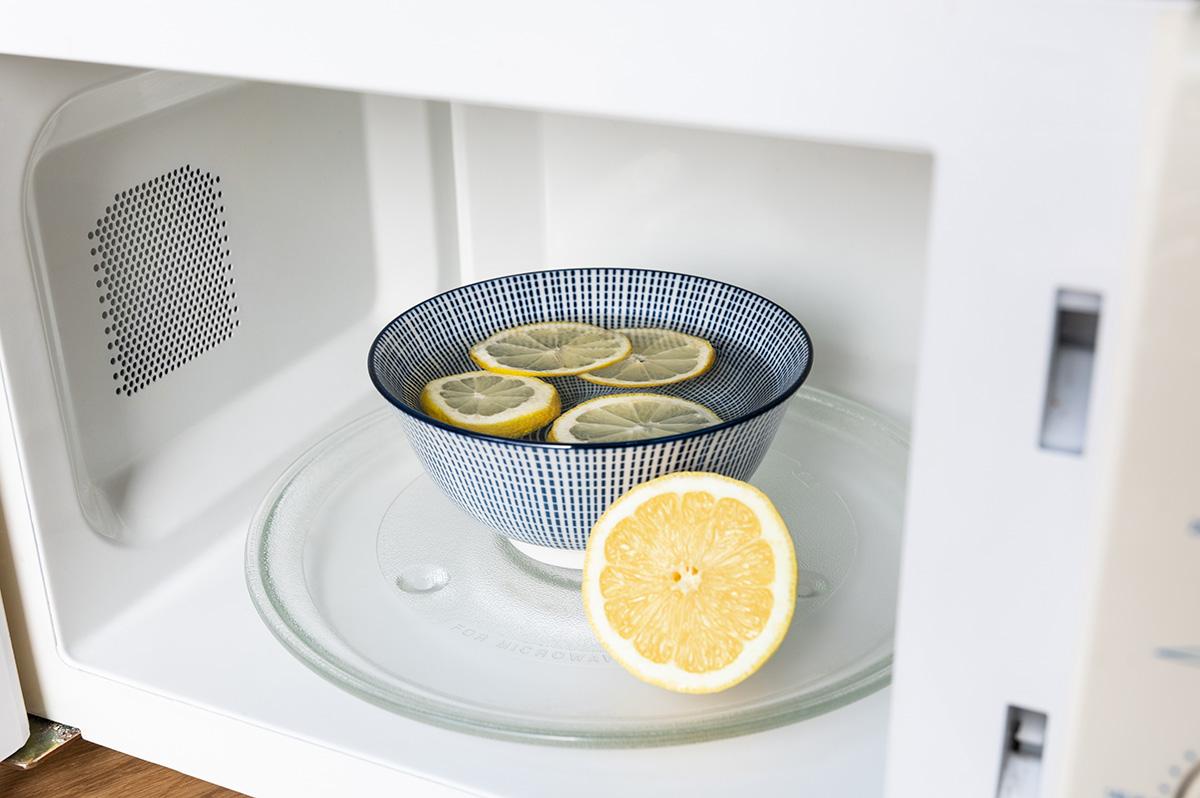 Mikrowelle reinigen mit Zitrone