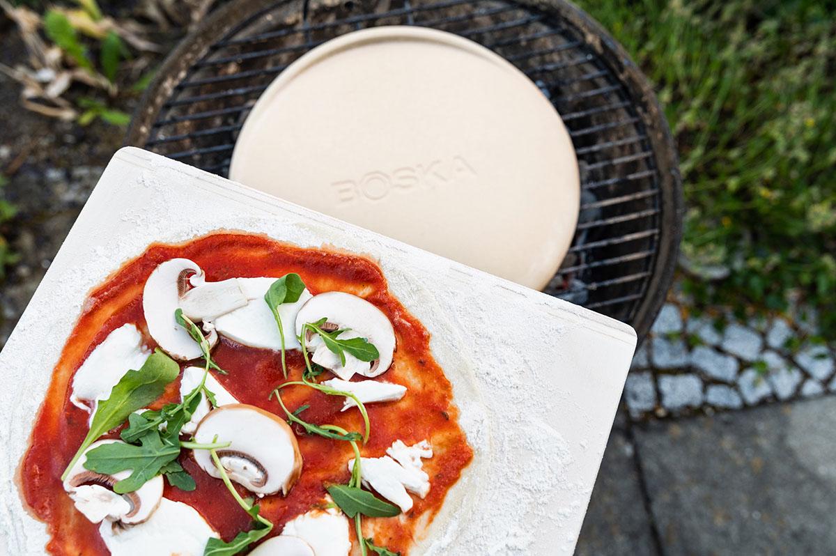 Pizza auf Pizzastein