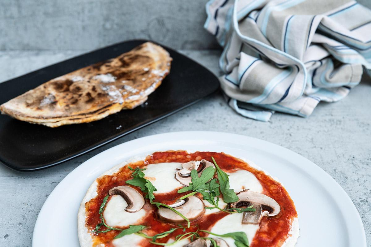 Pizza und Calzonevom Grill